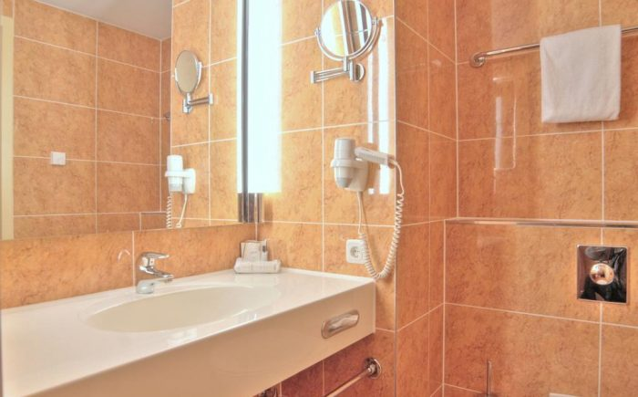 Hotel relexa Hotel Ratingen City Badezimmer