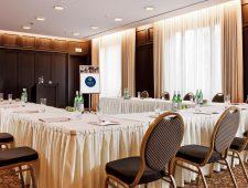 Welcome Parkhotel Euskirchen Doppelzimmer mit Schreibtisch für nach oder Vorarbeiten für eine lange Tagung oder Seminar.