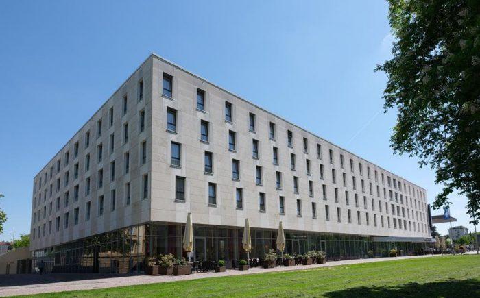 Welcome Hotel Darmstadt schöne Außenansicht mit schönen hellen Räumen für gute Tagungen.