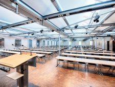 Welcome Kongress Bamberg Tagungsraum mit Bühne