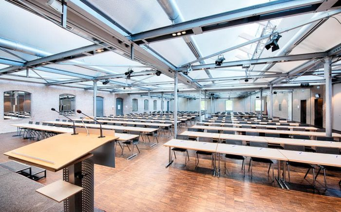 Welcome Kongress Hotel Bamberg Tagungsraum mit Bühne