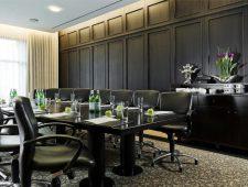 Welcome Parkhotel Euskirchen deluxe Tagungsraum mit sehr gemütlichen und hochwertigen Stühlen und Sesseln.