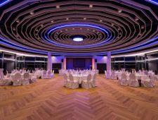 Kurhaushotel Bad Salzhausen ein großer Tagugnsraum der nicht so schnell wieder vergessen wird. Groß hell und viel Platz für Seminare und Tagungen.