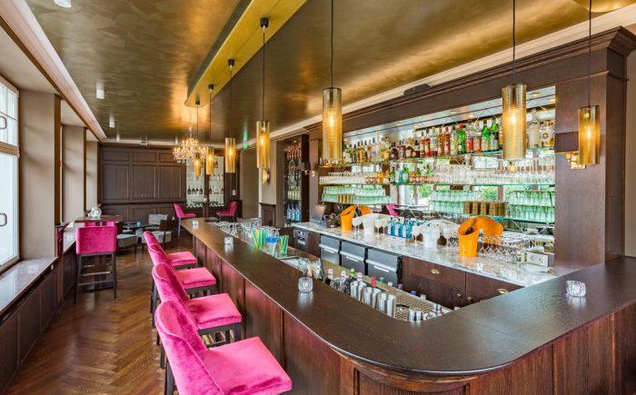 Kurhaushotel Bad Salzhausen eine sehr Eindrucksvoll und Stilvolle Bar um nach langen Seminaren oder Tagungen zu Entspannen und den Tag zu überdenken und neue Energie für den nächsten Tag zu tanken.