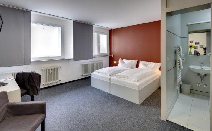 Einfache und trotzdem voll ausreichende Zimmer für gemütliche Nächte.