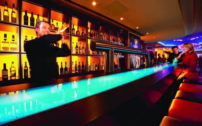 ESPERANTO Kongress- und Kulturzentrum an der Bar sollten keine wünsche offen bleiben. Genießen Sie die Abende nach der Tagung.