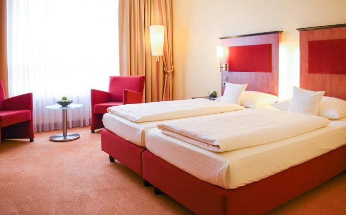 ESPERANTO Kongress- und Kulturzentrum schönes und helles sowie großes Doppelzimmer mit sehr gemütlichen Betten.