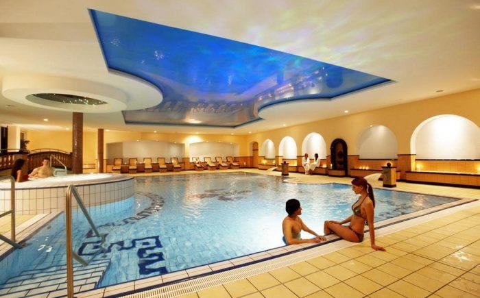 ESPERANTO Kongress- und Kulturzentrum der Innenpool bietet Ihnen viel Entspannung in kleiner runde.