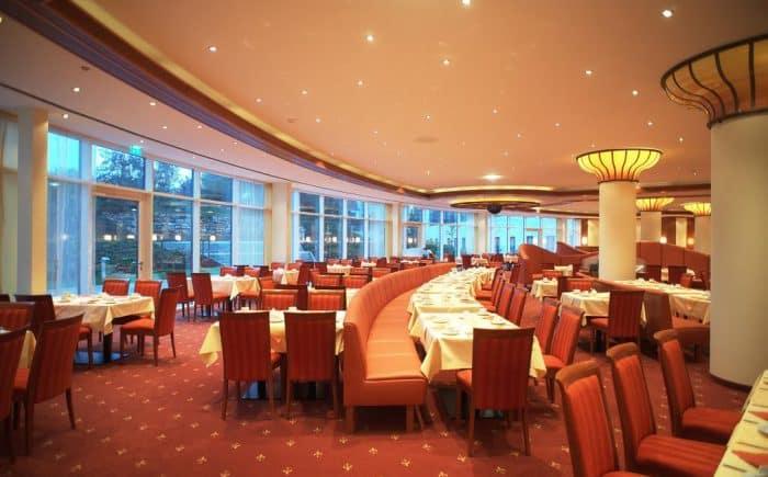 ESPERANTO Kongress- und Kulturzentrum einlandendes Restaurant für jeden Geschmack etwas dabei ob Fleischesser oder Veganer.
