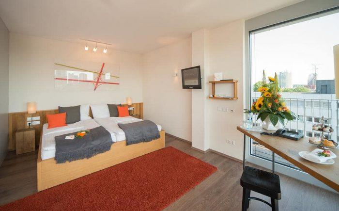 mainhaus-stadthotel-frankfurt einfaches Doppelzimmer mit einem sehr schönen Ausblick über Frankfurt.