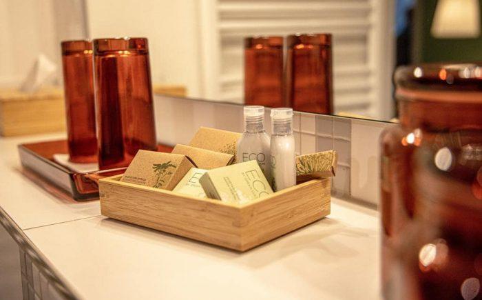 mainhaus-stadthotel-frankfurt viele extras im badezimmer damit sich jeder Gast wohlfühlt.