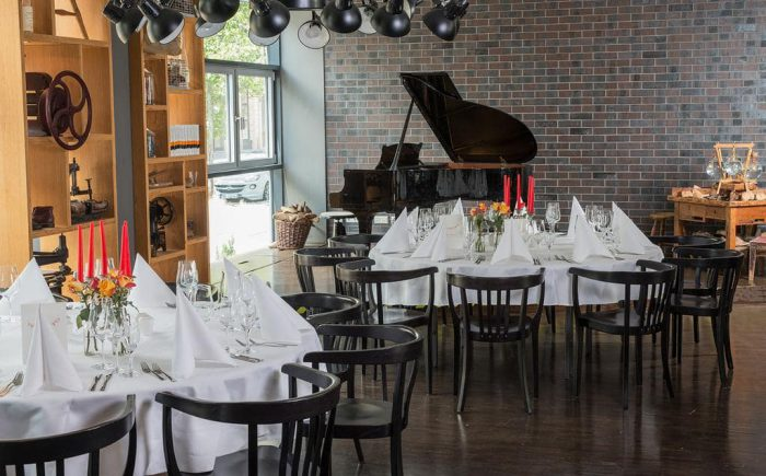 mainhaus-stadthotel-frankfurt ganz besonders schön finden wir den Flügel im Restaurant. Das ist einfach was ganz besonderes.
