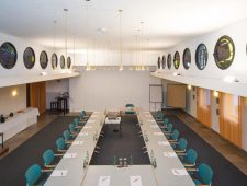 mainhaus-stadthotel-frankfurt großer Tagungsraum mit bis zu 220 Personen bei der richtigen Bestuhlung.